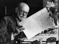 Freud começou se dedicando à neurologia e depois passou a atuar como psicoterapeuta tratando neuroses (Foto: Reprodução/Internet)