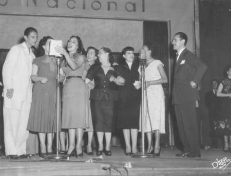 No início, a programação do rádio tinha como base os concertos líricos, recitais de poesia e as radionovelas (Foto: Reprodução/Internet)
