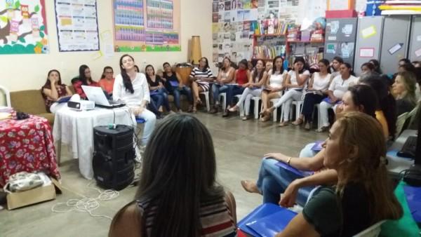 Nos 22 municípios em que está presente, o Projeto Contexto já abrangeu mais de 1500 professores de 134 escolas. Na imagem, uma formação sobre equidade de gênero e enfrentamento à violência contra a mulher realizada pelo projeto em junho de 2018 (Foto: Reprodução/Projeto Contexto)