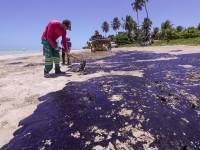 A praia Ponta do Mangue (Maragogi, AL) é uma das 166 praias do nordeste brasileiro impactadas pelas manchas de petróleo derramado no final de julho de 2019 (Foto: Carlos Ezequiel Vannoni/Agência Pixel Press/Folhapress)