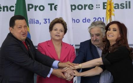 Os presidentes Hugo Chávez (Venezuela), Dilma Rouseff (Brasil), José Mujica (Uruguai) e Cristina Kirchner (Argentina), na cúpula que integrou a Venezuela ao Mercosul (Foto: Alan Sampaio / iG Brasília)
