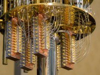 A invenção de uma máquina está prestes a revolucionar a computação por conta de sua capacidade de armazenar e processar dados velozmente. Na foto um computador quântico da IBM (Foto:  Reprodução/ Internet)