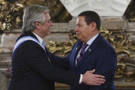 Com diferenças ideológicas, o presidente Jair Bolsonaro não compareceu a posse do novo presidente argentino, Alberto Fernández, enviando o vice, Hamilton Mourão (Foto: Reprodução/Internet)