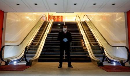 Shoppings por todo o Brasil encontram-se fechados devido às políticas de isolamento social. A estimativa do setor é de perda de R$ 15 bilhões por mês (Foto: Ricardo Moraes/Reuters)