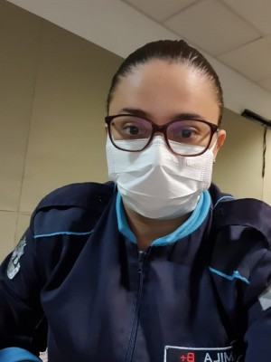 A policial militar Camila Cavalcante revela ter medo de contaminar seus familiares já que continua saindo de casa para trabalhar (Foto: Arquivo Pessoal)