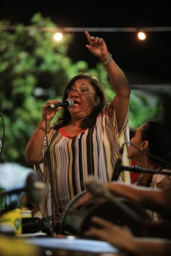 """A vendedora Marilene Sales é madrinha do """"SambaDelas"""", um projeto de mulheres sambistas de Fortaleza (Foto: Arquivo Pessoal)"""