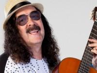 """Moraes Moreira é considerado o primeiro cantor de trio elétrico do Brasil. É dele os sucesso """"Pombo Correio"""" e """"Sintonize"""" (Foto: Reprodução/ Internet)"""