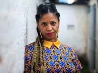 A jornalista e produtora cultural Lenne Ferreira integra a equipe da Aqualtune Produções, que prioriza o trabalho de artistas negras e periféricas em Recife-PE (Foto: Arthur Souza/Divulgação)