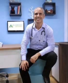 O médico do esporte Adriano Antunes se diz surpreendido com a adesão das pessoas ao teleatendimento. Ele tem atendido pessoas de todas as faixas etárias (Foto: Arquivo Pessoal)