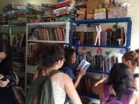 Devido à pandemia do novo coronavírus, nove bibliotecas comunitárias  fecharam as portas temporariamente. Para manter as bibliotecas funcionando, foi criado uma campanha de financiamento coletivo (Foto: Reprodução/Rede Social Livro Livre Curió)