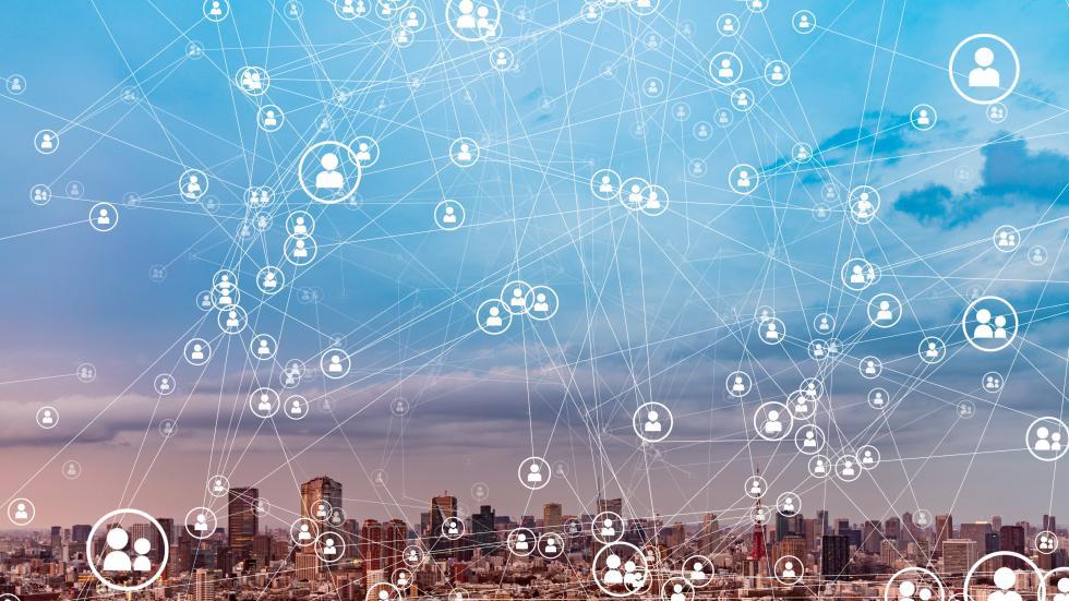Segundo publicação da Exame, do dia 19 de abril, mais da metade dos Estados aderiu ao uso de ferramentas de geolocalização criadas pelas operadoras de telefonia ou por startups de tecnologia para enfrentar a pandemia do novo coronavírus (Reprodução/istock)