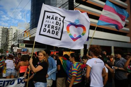 O Mães Pela Diversidade esteve presente na 20ª Parada pela Diversidade Sexual de Fortaleza, em 2019 (Foto: Fabiane de Paula/Diário do Nordeste)