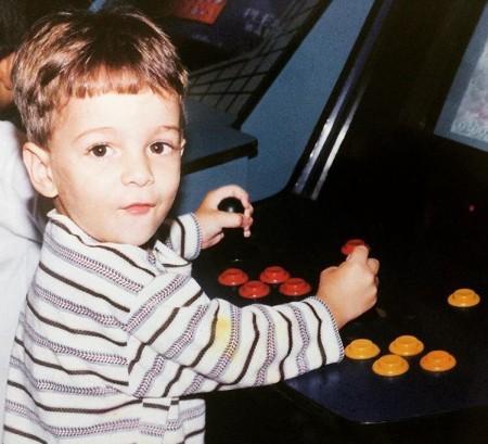 Foram nas festinhas de aniversário durante a infância que Caio teve o primeiro contato com os videogames (Foto: Acervo pessoal)
