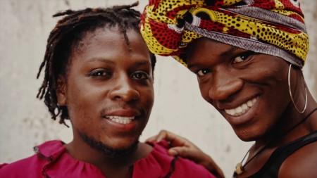Rainbow Riots é uma organização internacional e coletiva de artistas que trabalha pela igualdade e direitos LGBTQIA+. O coletivo surgiu a partir da Associação de Acolhimento LGBT de Uganda (Foto: Reprodução/Youtube)
