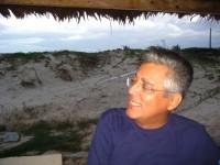 Carlos Augusto Rocha Cruz era graduado em Jornalismo pela Universidade Federal do Ceará (UFC), com especialização em Cultura e Música