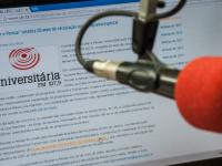 Esses são alguns dos destaques do setor de radiojornalismo da Rádio Universitária FM (Foto: Viktor Braga/UFC)