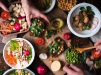 O estilo de vida vegano propõe o abandono do consumo de produtos e alimentos com origem animal (Foto: A Lavoura)