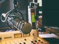 Exposição virtual, edital para programa de bolsas e pesquisa com resíduos do pequi são os destaques do setor de radiojornalismo da Universitária FM (Foto: Reprodução/ Blog Bycast)