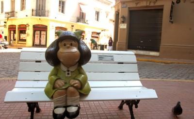 Em Buenos Aires há um roteiro turístico que visita as estátuas de personagens dos quadrinhos, incluindo Mafalda (Foto: Eduardo Epifanio/WelcomeArgentina)