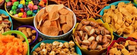 Alimentos ultraprocessados, como salgadinhos de pacote e biscoitos recheados podem facilitar o surgimento de diabetes e hipertensão, as chamadas Doenças Crônicas Não-Transmissíveis (Foto: Reprodução/Internet)