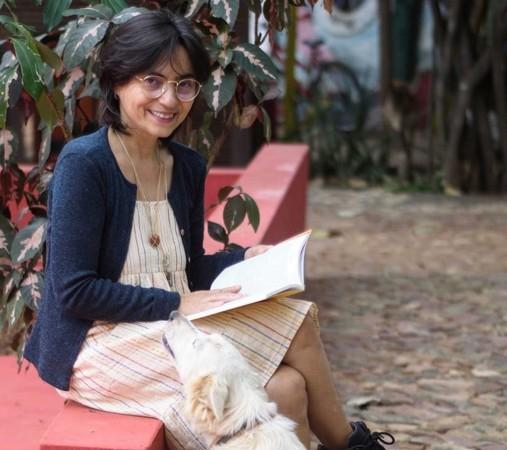 """Fanka dos Santos ingressou oficialmente na literatura de cordel em 1990, ao co-produzir o jornal alternativo """"O Sensurado"""". Ela também é autora uma pesquisa sobre produção feminina de cordéis no Ceará (Foto: Arquivo Pessoal)"""