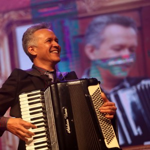 O músico Adelson Viana lança, durante o Corredor, álbum colaborative com Cainã Cavalcante (Foto: DIvulgação)