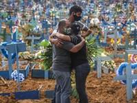 Mais de 360 mil pessoas já morreram no Brasil devido à pandemia de Covid-19 (Foto: Andre Coelho/Getty Images)