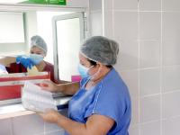 Ao todo, dez hospitais, entre públicos e privados, enviam leite humano ao Hospital Cesar Cals para a pasteurização. São seis em Fortaleza e quatro no Interior do Estado (Foto: Wescley Jorge)