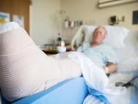 As quedas também estão entre os acidentes mais registrados nos ambientes de trabalho (Foto: Reprodução/Internet)