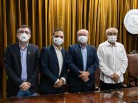 Da esquerda para a direita: Prof. Jorge Lira, Prof. Rodrigo Porto, Prof. Cândido Albuquerque e Prof. Glauco Lobo (Foto: Viktor Braga/UFC)