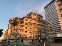 A família Philomeno, proprietária do imóvel, declarou à imprensa cearense que tenta algumas soluções para a preservação da história do Edifício (Foto: Reprodução/Internet)