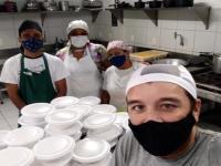 Os alunos e professores do Curso de Gastronomia da UFC se responsabilizam pelo cardápio e pela produção das marmitas (Foto: Divulgação)